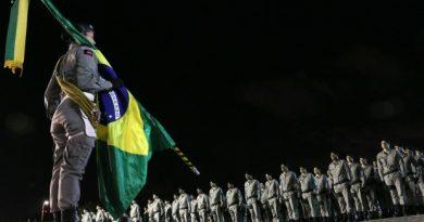 Polícia Militar realiza solenidade com todas as honras à Bandeira Nacional Brasileira nesta terça-feira