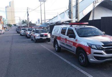 Polícia Militar prende dupla que ia jogar celulares e drogas para presídio em Campina Grande