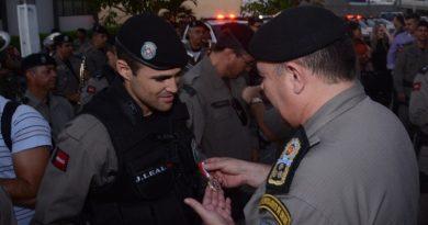 Governo entrega equipamentos, fardamentos e condecorações para Polícia Militar