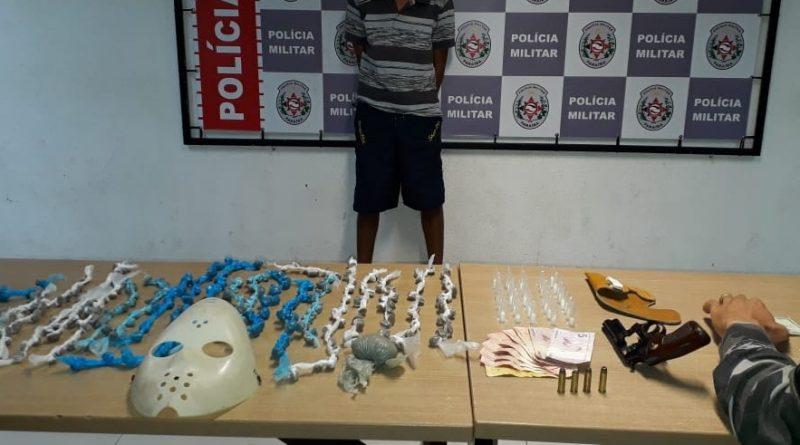 Polícia Militar apreende arma e drogas e prende suspeitos de tráfico de drogas em comunidades de João Pessoa