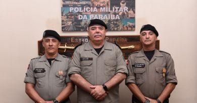 Comandante-geral da PM condecora policiais militares que prenderam acusado de vários crimes na Capital
