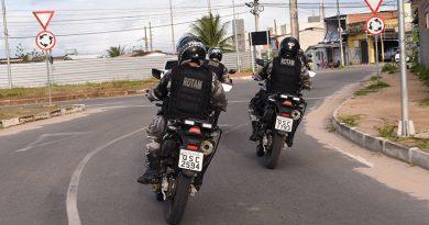 Polícia Militar apreende adolescentes com réplica de arma de fogo e recupera motocicleta roubada na Capital
