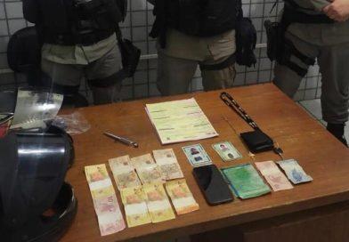Polícia Militar prende dupla acusada de assaltar mercadinho em Guarabira e recupera dinheiro roubado
