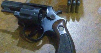 Suspeito é flagrado com arma ao ser abordado em Rodovia do Sertão da Paraíba