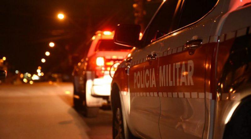 OPERAÇÃO PREVINA-SE: Polícia Militar prende dupla, apreende arma de fogo e recupera celular tomado por assalto, em Santa Rita