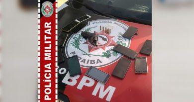 PM recupera 12 celulares e apreende arma com dupla suspeita de assalto em Soledade