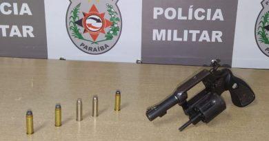Adolescente é apreendido com um revólver durante a madrugada em João Pessoa